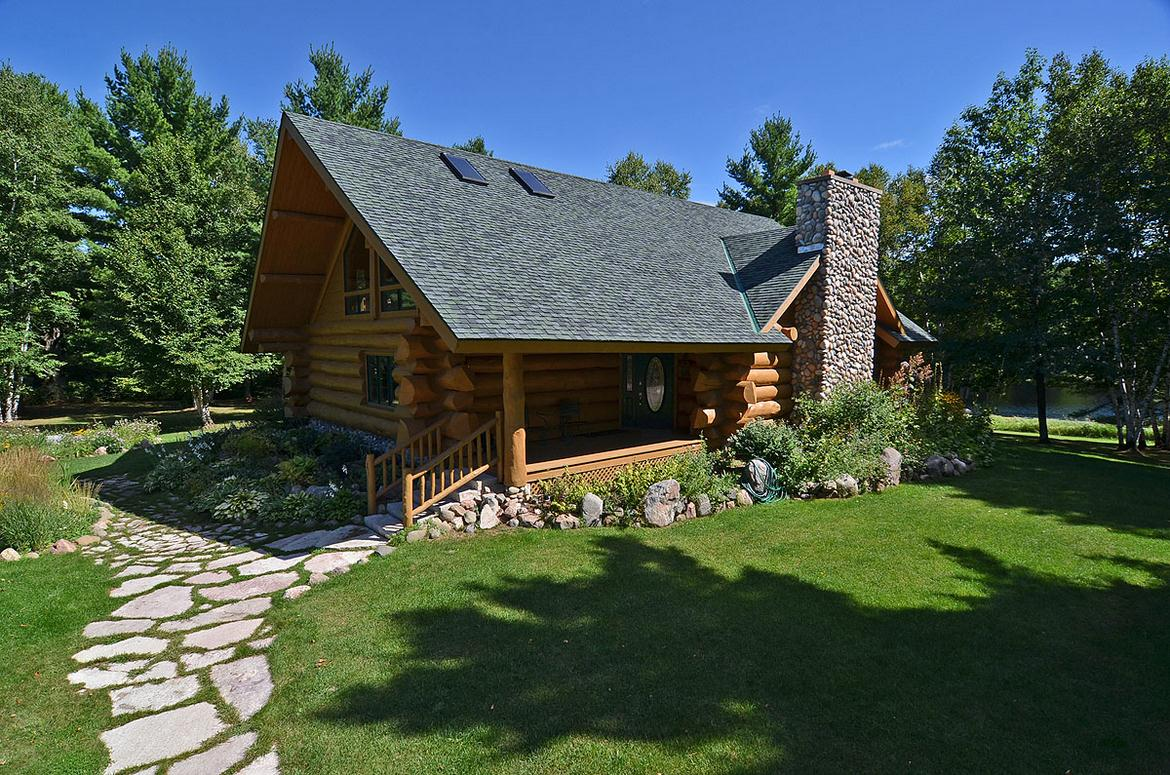 in rent lake cottage on warm vrbo cabin post cottages for comfortable wisconsin upper
