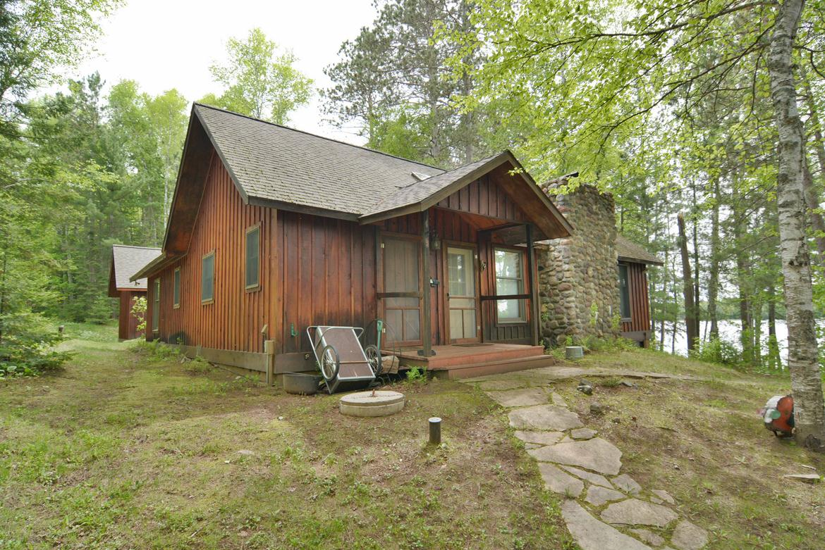Cedar lodge vacation rental on private northern wisconsin for Northwoods wisconsin cabin rentals