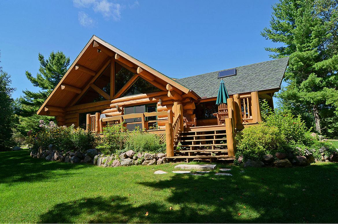 secluded northern wisconsin log home vacation rental
