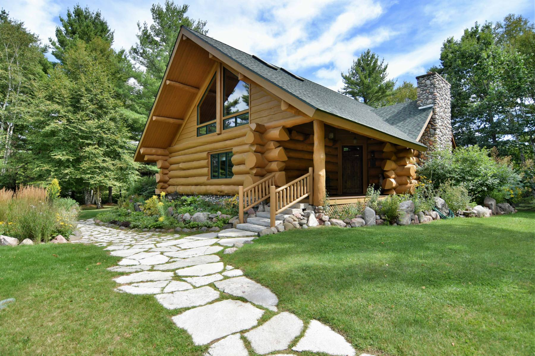 Secluded Northern Wisconsin Log Home Vacation Rental   Clam Lake WI