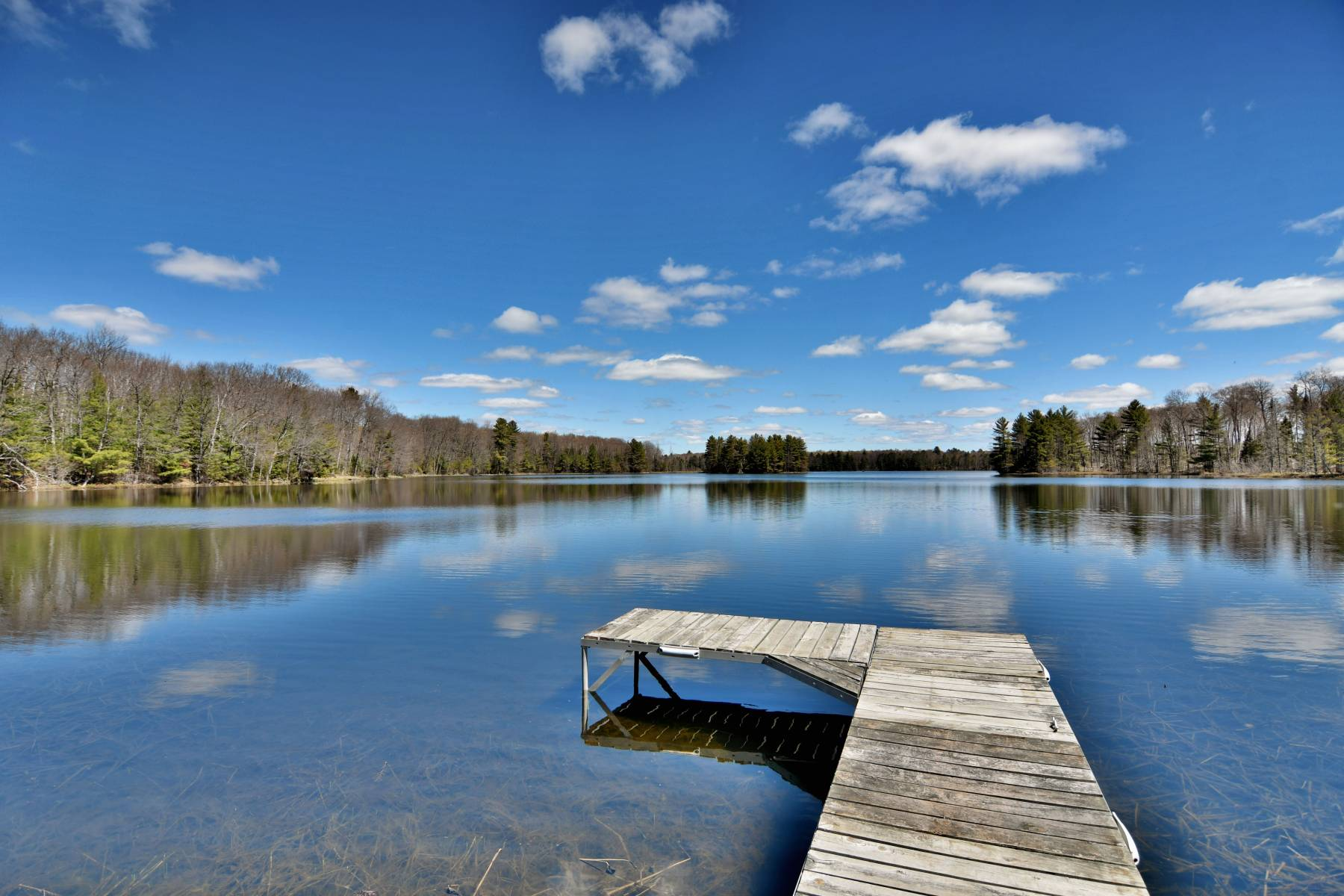 Private Clam Lake Vacation Home